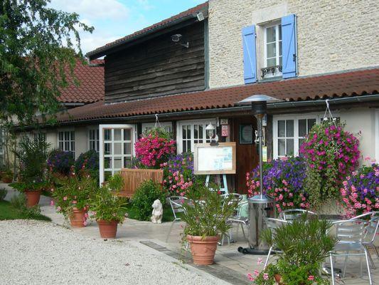 champagne 52 colombey les deux eglises la grange du relais terrasse 044.