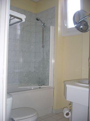 champagne 52 montier en der hotel de l isle salle de bain 4.