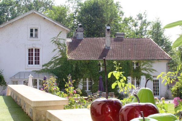 champagne 52 gudmont villiers hotel la source bleue facade mdt52 1.