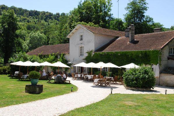 champagne 52 gudmont villiers hotel la source bleue terrasse mdt52 35.