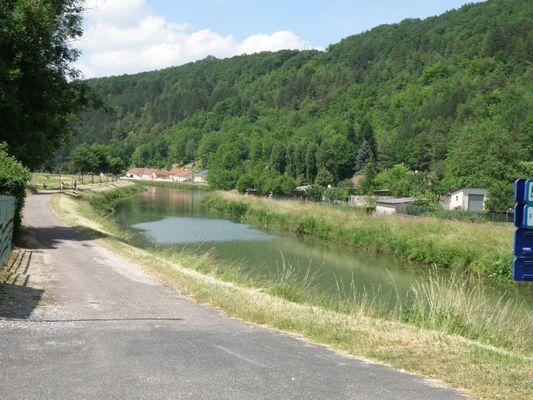 champagne 52 vouecourt camping chemin le long de la riviere.