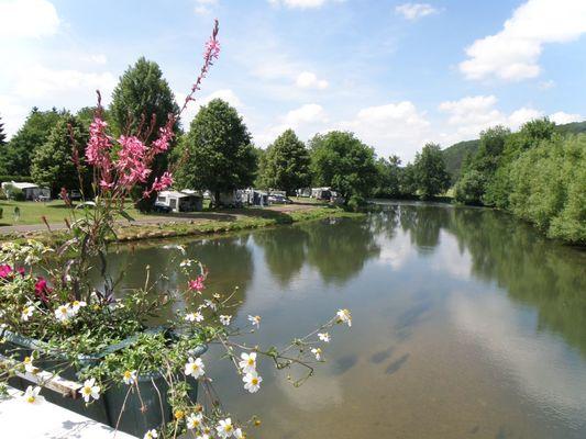 champagne 52 vouecourt camping emplacement au bord de la riviere 4.