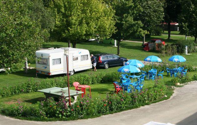 champagne 52 villegusien camping camping du lac air repos table ping pong.