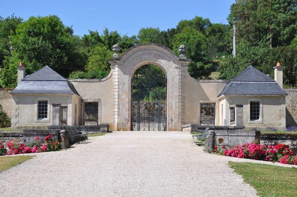 champagne 52 auberive patrimoine religieux abbaye porte honneur phl 01.