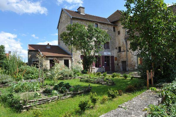 champagne 52 chateauvillain patrimoine petite cite de caractere phl 9918.