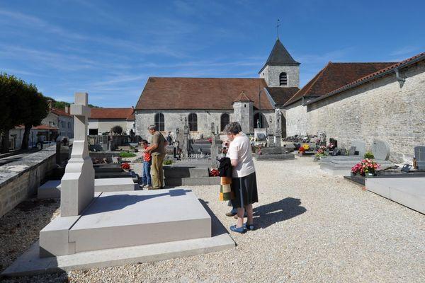 champagne 52 colombey patrimoine histoire village cimetiere phl 1042.