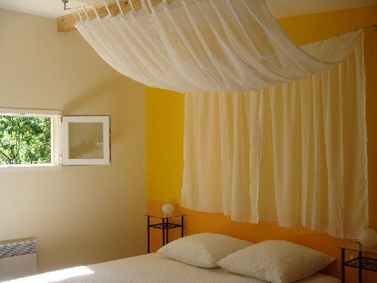 """Chambre """"La soleillade"""" - Gîte pour 2 à 4 personnes près de Millau"""