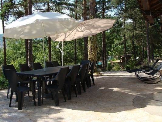 Terrasse - Maison sous les Pins près de Millau