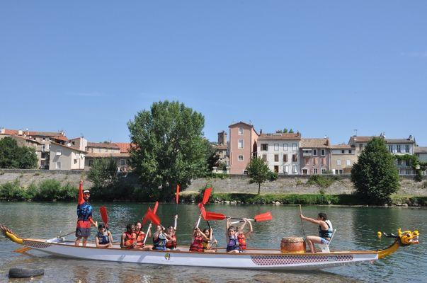 Dragon boat au stade d'eaux vives à Millau