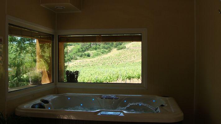Espace bien-être avec jacuzzi et sauna - Insolite en Aveyron