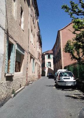 La rue du logement - vue sur la Pouncho dans la rue