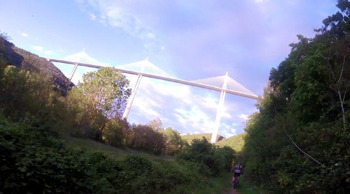 Couleur de Printemps sur le Viaduc de Millau