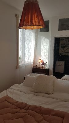 Double bedroom with private bathroom  .  Suite chambre double salle de bain privee