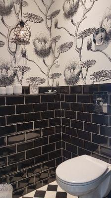 private ens- suite shower room. Salle de Bain Privee