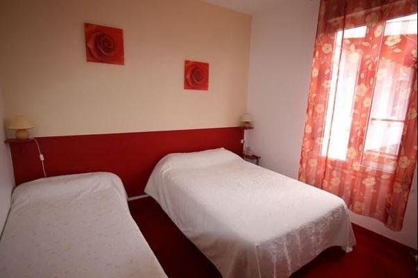 champagne 52 saint dizier hotel le picardy chambre 5.