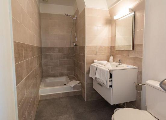 champagne 52 saint dizier hotel de champagne salle de bain 1.