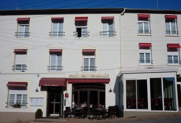 champagne 52 bourbonne les bains hotel pension gerard facade 2.