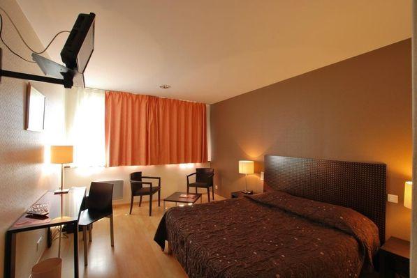 champagne 52 hotel les dhuits colombey les deux eglises chambre.