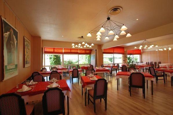 champagne 52 hotel les dhuits colombey les deux eglises restaurant 1.
