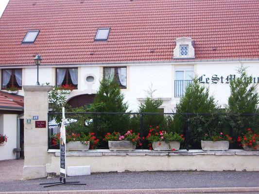 champagne 52 bourg sainte marie  hotel le saint martin facade 2.