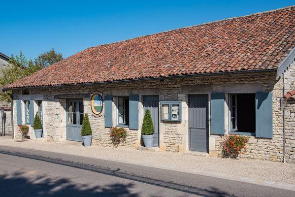 champagne 52 restaurant colombey les deux eglises la table du general facade.
