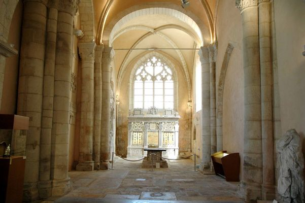 champagne 52 langres patrimoine cathedrale st mammes phl 23.