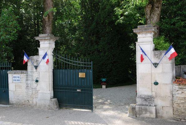 champagne 52 colombey patrimoine histoire boisserie portail entree phl 3825.