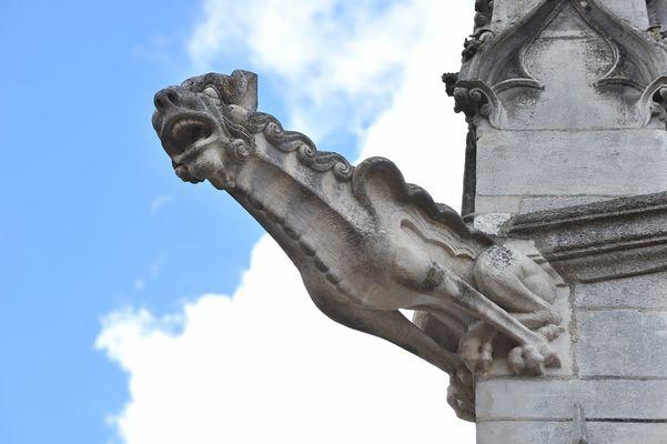 champagne 52 chaumont patrimoine religieux basilique saint jean detail phl 9872.