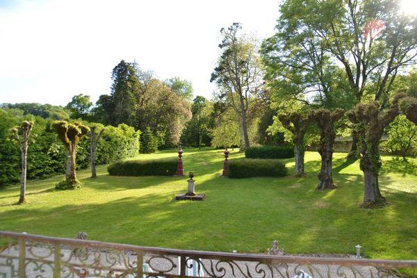 champagne 52 jardin villegusien le lac parc du nymphee saint michel .