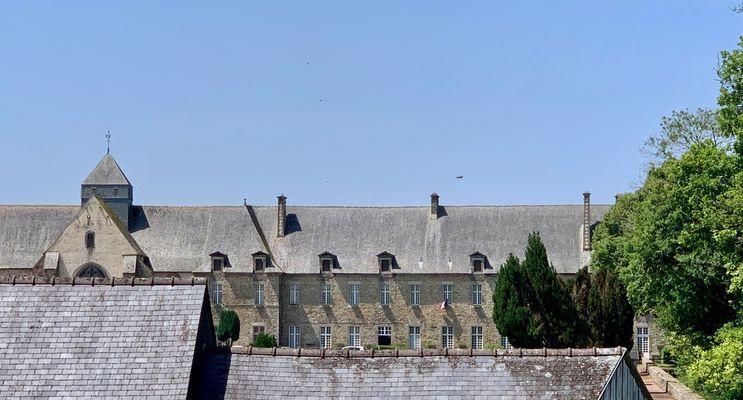 vue-sur-l-abbaye-de-paimpont-maison-des-legendes---1