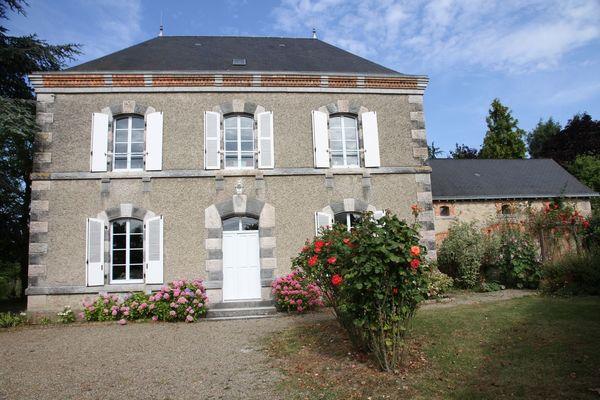 HLO-chambres-hotes-maison-saint-mayeul-bouere-01