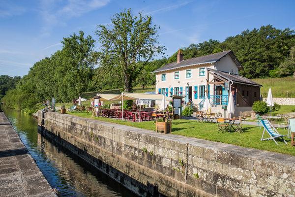 Maison-eclusiere-La-Mayenne--riviere--Sud-Mayenne-Origne-CP-Philippe-CAHAREL---Mayenne-Tourisme-1920px