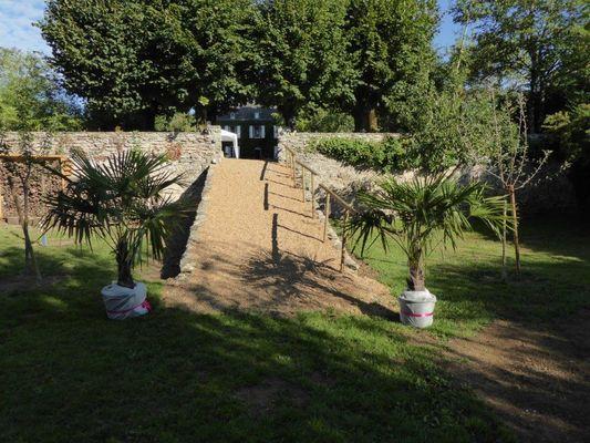 HLO53_CH Hotes le Rocher - jardin du bas