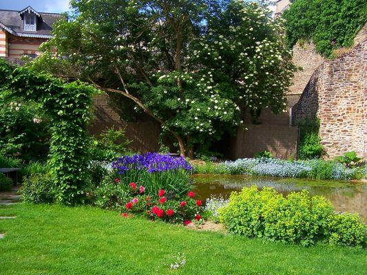 PCU-jardin-medieval-de-la-source (1)
