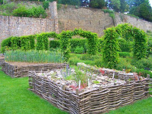 PCU-jardin-medieval-de-la-source (2)