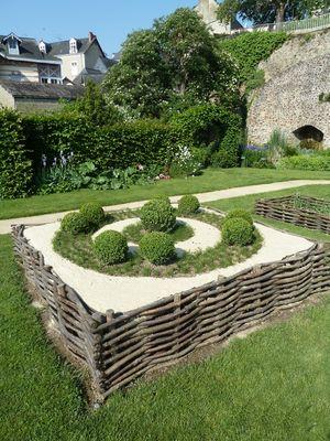 PCU-jardin-medieval-de-la-source (8)
