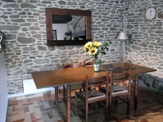Gîte Jouet à Loupfougères - salle à manger