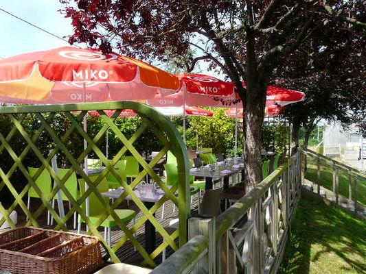 restaurant de la colmont gorron 53 res terrasse