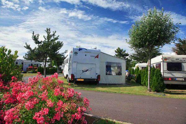 Bréville sur Mer_Camping La Route Blanche_emplacement côté route