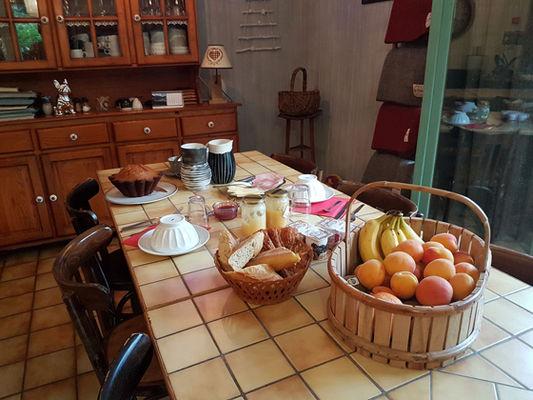 tablepetitdejeuner-grangeaubois-viella-HautesPyrenees
