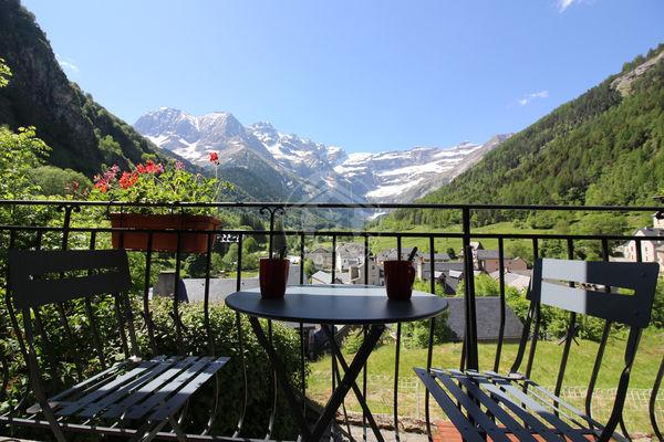 J-terrasse1-courtade-gavarnie-HautesPyrenees