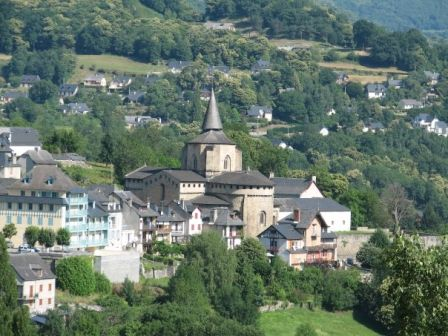 abbatialesaintsavin10-vueduvillage-HautesPyrenees.jpg