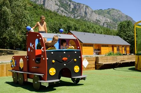 airedejeux3-campinglachataigneraie-arcizansavant-HautesPyrenees