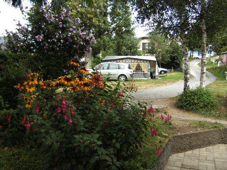 allee1-campinglahautacam-prechac-HautesPyrenees.jpg