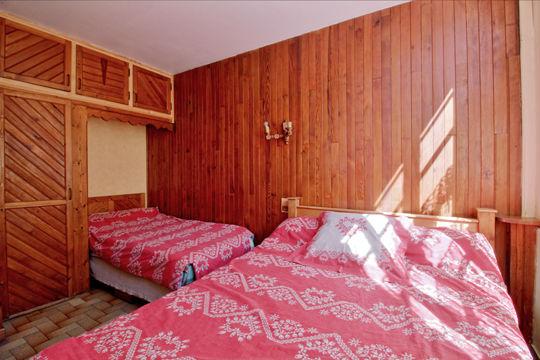 chambre2-accornero-esquiezesere-HautesPyrenees