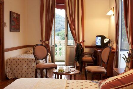 chambre2-grandhoteldefrance-pierrefittenestalas-HautesPyrenees- christinecayre.jpg