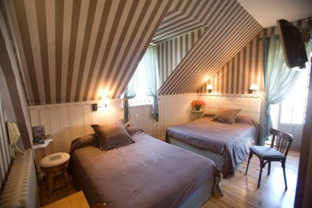 chambre2-hotelbonrepos-jarno-argelesgazost-HautesPyrenees.jpg