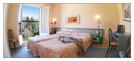 chambre2-hotellesoleillevant-argelesgazost-hautespyrenees.jpg