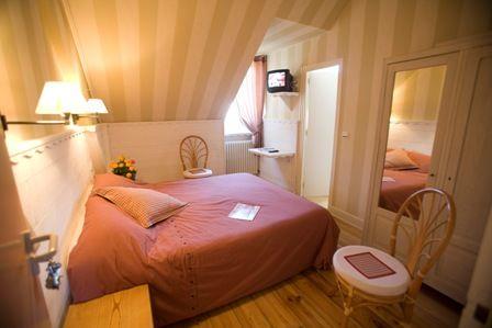 chambre5-hotelbonrepos-jarno-argelesgazost-HautesPyrenees.jpg