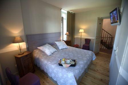chambre6-hotelbonrepos-jarno-argelesgazost-HautesPyrenees.jpg